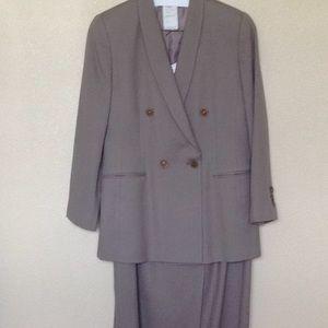 Harve Benard two piece suit